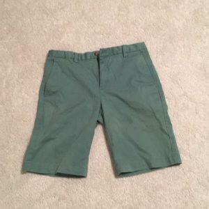 Vineyard vines green shorts